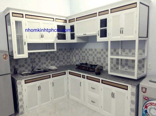 hình ảnh tủ bếp nhôm kính sơn tĩnh điện