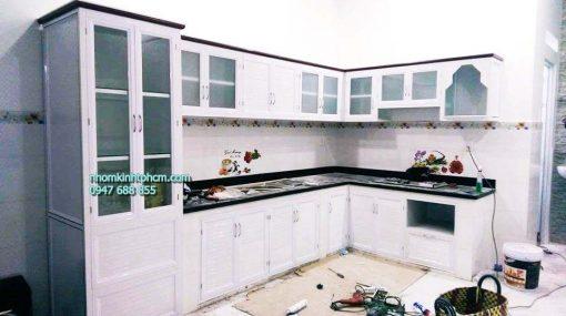 làm tủ bếp nhôm kính